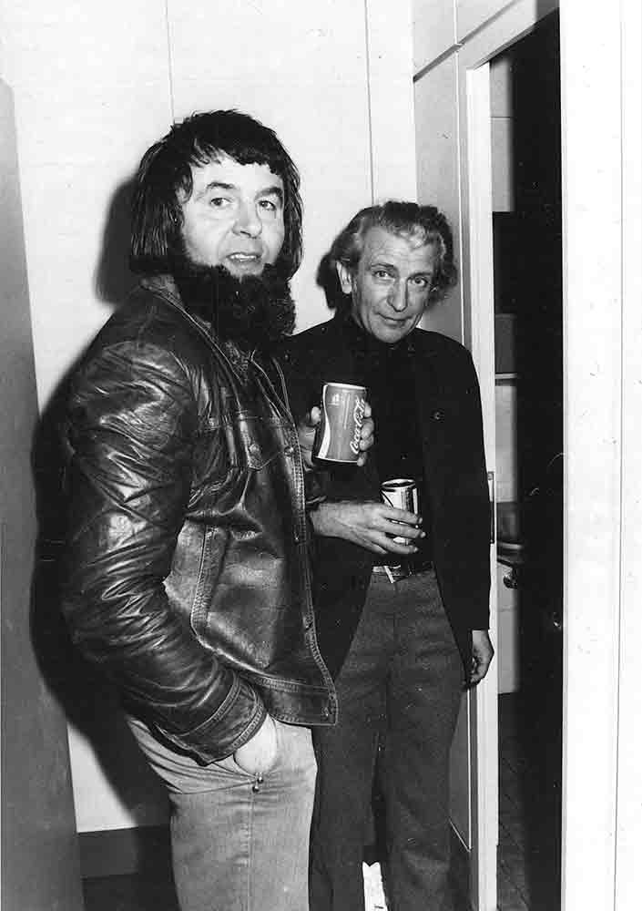 Bauleiter Helmut Dräger und Hans-Ulrich von Mende im fertigen Pavillon, 1978